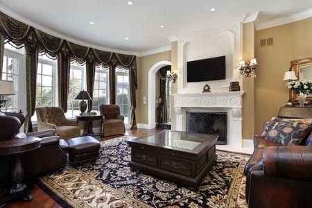chambre luxe: Chambre familiale dans le luxe maison avec foyer