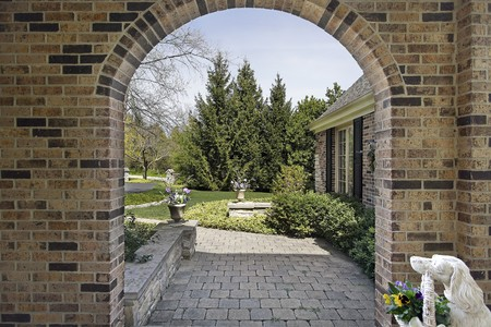 Outdoor entry way with rounded brick wall