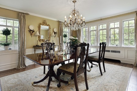 Dining room in luxury home with tan walls Stockfoto