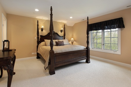 master bedroom: Master bedroom in luxury home with gold walls