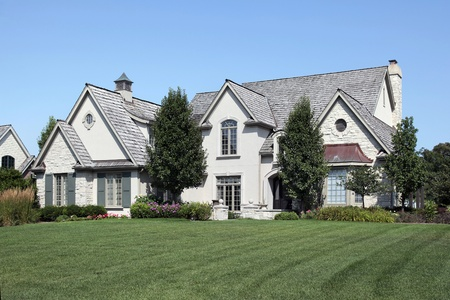 Large home with arched entry and cedar roof Banque d'images