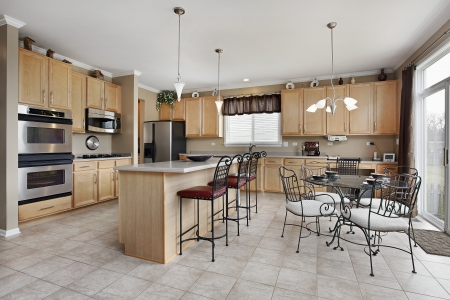 Large kitchen with island and eating area Stockfoto