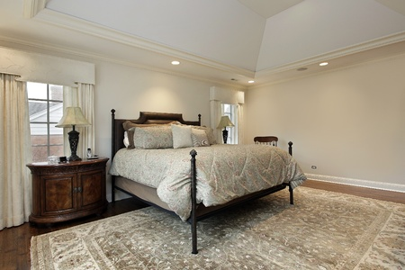 Master bedroom in luxury home with tray ceiling Stockfoto