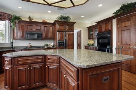 Keuken in luxe huis met grote kookeiland