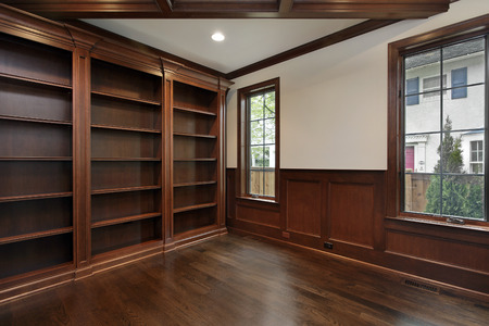 Library in new construction home with ceiling beam Archivio Fotografico
