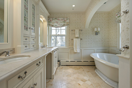 master bath: Master bath in luxury home with large tub