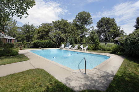 Swimming pool in suburban home with golf course view Banque d'images
