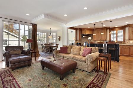 sala de estar con vistas a la cocina y zona de desayuno