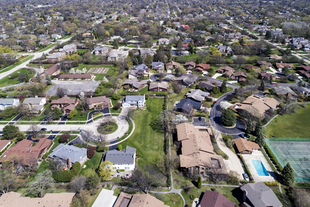 cul de sac: Aerial view of a neighborhood in the suburban Chicago area with homes, cul-de-sac; parks, tennis courts and swimming pools.