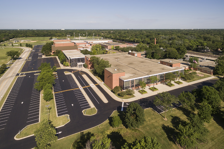 Aerial view of a high school with parking lot and ballfields in a suburban setting in Northbrook, IL Stock fotó