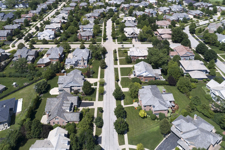 Aerial view of a neighborhood in suburban Chicago during summer. Banque d'images
