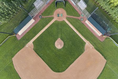 Vue aérienne d'un terrain de baseball d'un lycée dans la banlieue de Chicago à Palatine, IL. Etats-Unis Banque d'images - 92741628