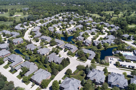 Aerial view of a neighborhood housing complex with ponds in the Chicago suburban city of Northbrook, IL in summer. USA. Reklamní fotografie