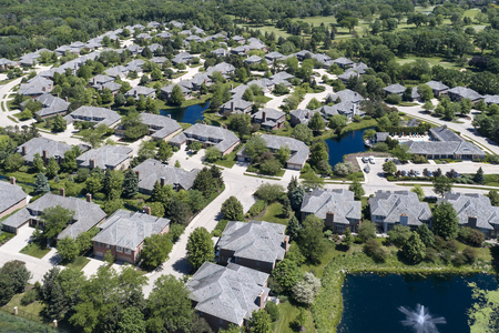 Aerial view of a luxury townhouse complex with ponds in a Chicago suburban neighborhood in summer. Northbrook, IL. Reklamní fotografie