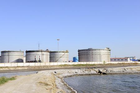 isolation tank: The oil tank