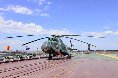 stay in the green: The helicopter on the aircraft carrier deck