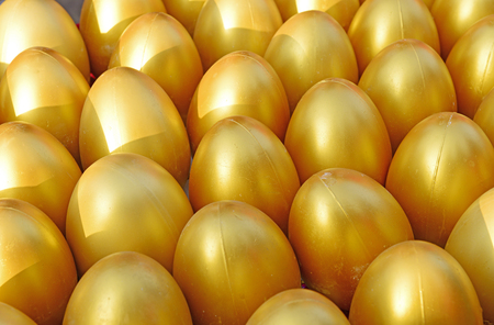 Close-up of the rows of golden eggs 版權商用圖片