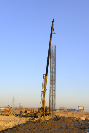 Crane hoist steel bars   新聞圖片