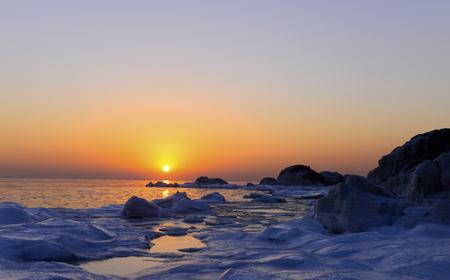 해변에서 얼음 스톡 콘텐츠 - 96437091
