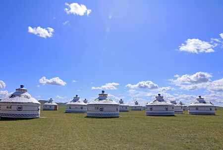 Mongolian yurt on the grassland,in the background of blue sky and white clouds Stockfoto