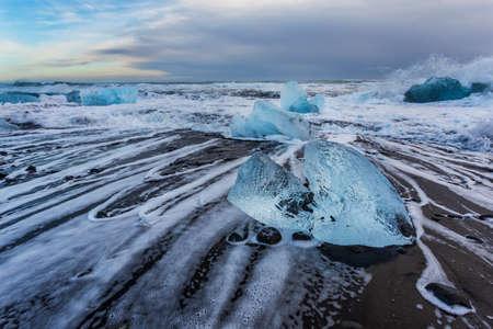 Pieces of ice on Jokulsarlon diamond beach, Iceland Imagens