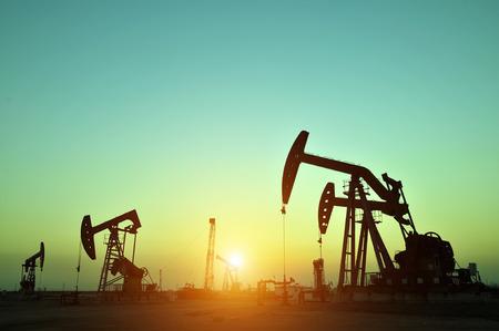Plataforma de perforación de petróleo, el condado de Tanghai de campos petroleros provincia de Hebei en China Foto de archivo - 33423066