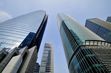 Kantoorgebouw als de achtergrond, het boegbeeld van Shanghai in China