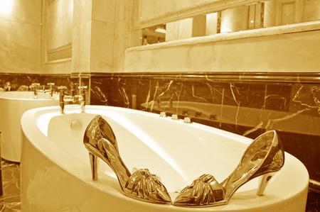 no heels: Beautiful big bathroom