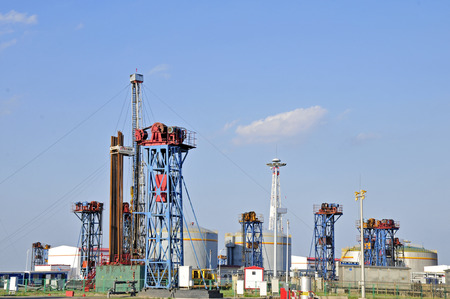 petrochemicals: Oil drilling rig
