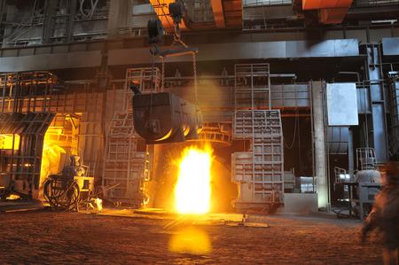 Metaal smelten casting Redactioneel