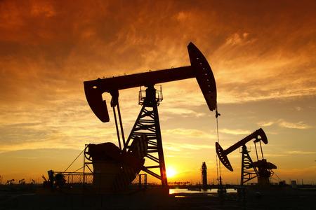 maquinaria pesada: Bomba de aceite, equipo de la industria petrolera Foto de archivo