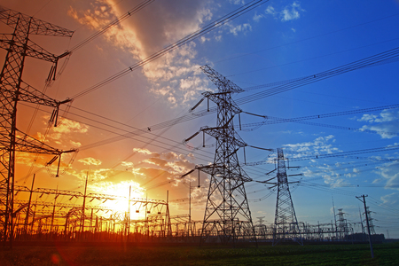 Wire electrical energy at sunset Stockfoto