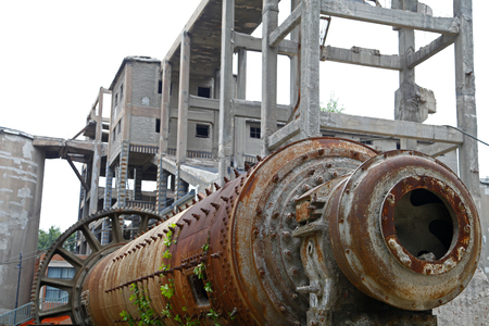 damage control: Give up the production of machinery and equipment