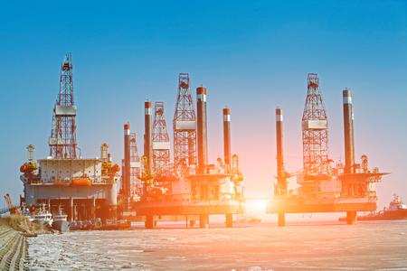 drilling platform: Offshore oil drilling platform