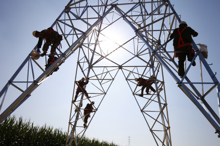 The workers of the pylon Stockfoto