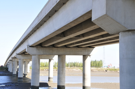 vulgar: Elevated highway, from under the bridge