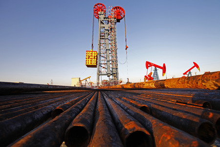 Oil drill pipe and oil pump