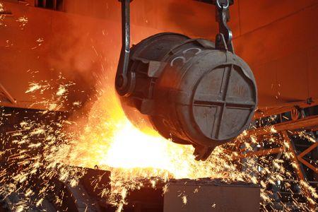 Glühenden geschmolzenes Stahl in einer Eisen und Stahl Unternehmen Produktion Szene Standard-Bild - 6198206