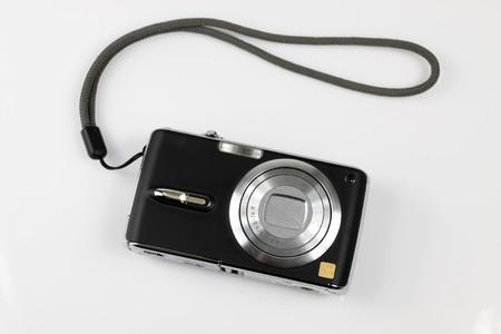 Digitalkamera auf weißem Grund. Standard-Bild - 7295689
