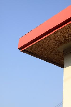 traufe: Farbe Dach�berh�nge in blauer Himmel