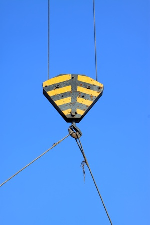 crane parts: el gancho de la gr�a de piezas en el cielo azul, Condado de Luannan, provincia China de Hebei.