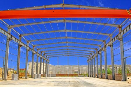 charpente m�tallique: Gros plan sur le cadre structure en acier dans une usine