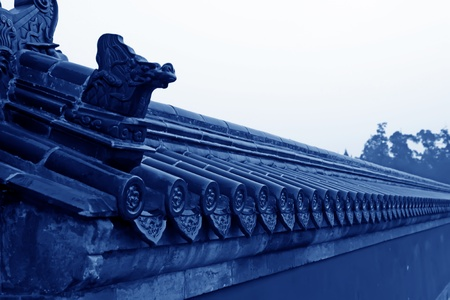 chinese wall: blu piastrelle sul muro, top di un muro tradizionale cinese, nel Tempio del Cielo a Pechino, Cina