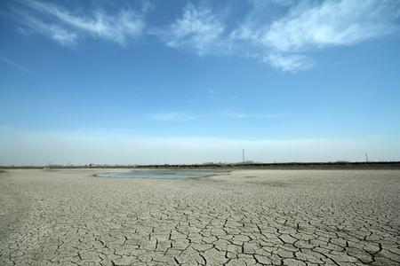 grietas en la tierra en las zonas rurales, en el norte de China