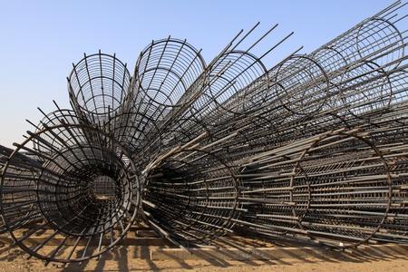 materia prima: componente in acciaio tondo per cemento armato in un cantiere edile, Cina del Nord. Archivio Fotografico