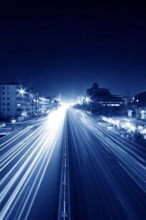 estelas de luz en la calle moderna en la noche en el centro financiero de Pek�n, China Foto de archivo - 13659587