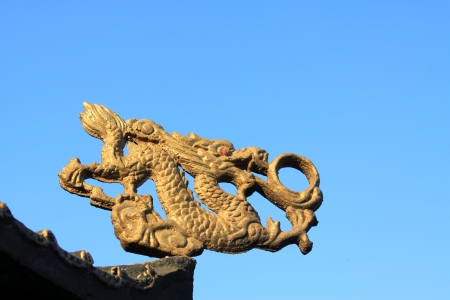 glod: glod dragon in the eaves in a temple, north China
