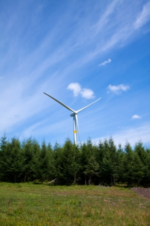 turismo ecologico: generador de energía eólica en el prado, Chengde, provincia de Hebei, norte de China