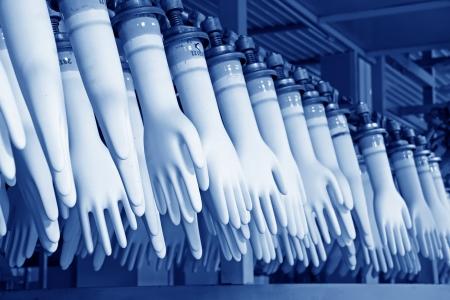 Nahaufnahme von Acrylnitril-Butadien-Handschuhe Fertigungsstraße in einer Fabrik, Nordchina Standard-Bild - 19560589