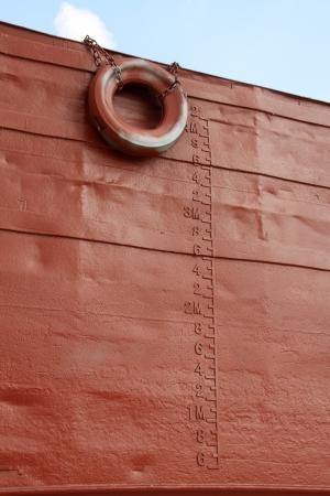 wasserlinie: Nahaufnahme von Bildern, Wasserlinie und Gummireifen auf dem Schiff markiert Lizenzfreie Bilder
